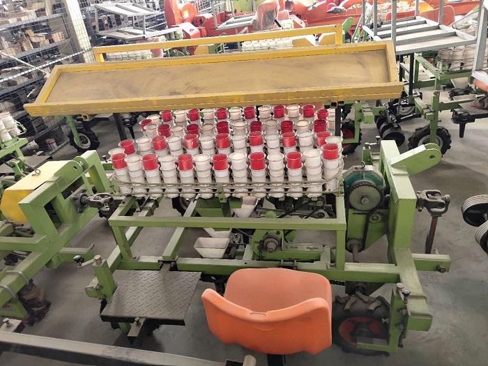 吊杯式西红柿栽苗机 可起垄 覆膜 浇水