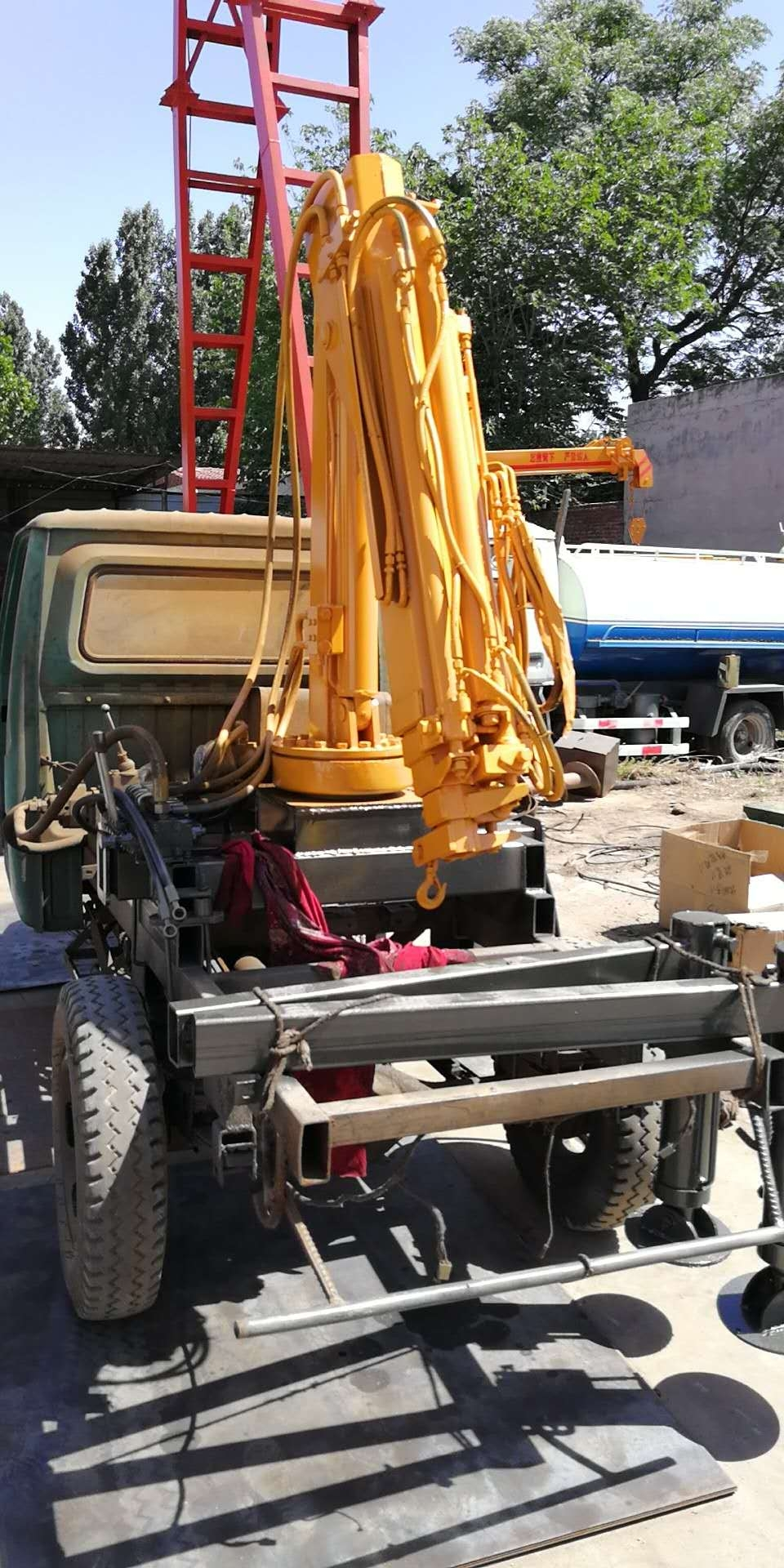 輕卡改裝小型折疊吊臂吊機 改裝車載折臂吊 1噸2噸小型吊機