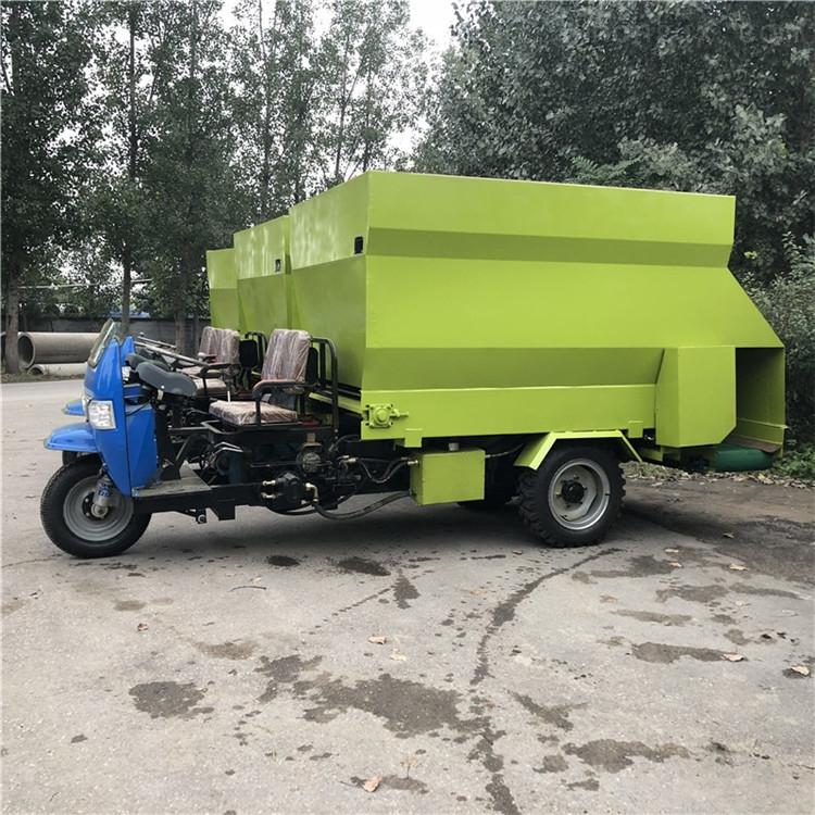 润华机械专业生产的饲料撒料车