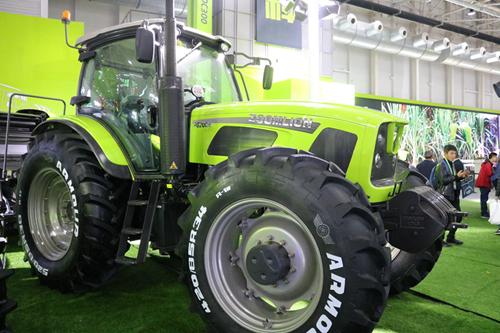 """八大农机新品重磅亮相 中联重科AI""""黑科技""""惊艳青岛农机展"""